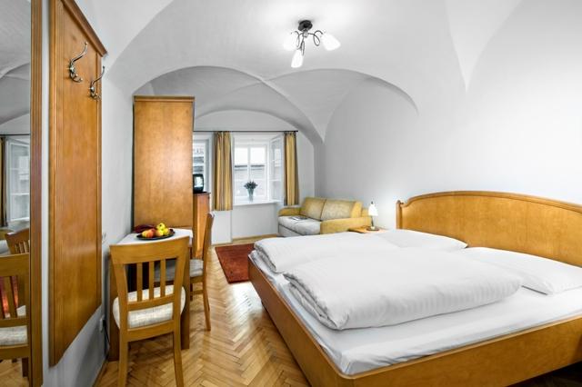 salzburg cityhotels hotels hotel krone 1512. Black Bedroom Furniture Sets. Home Design Ideas
